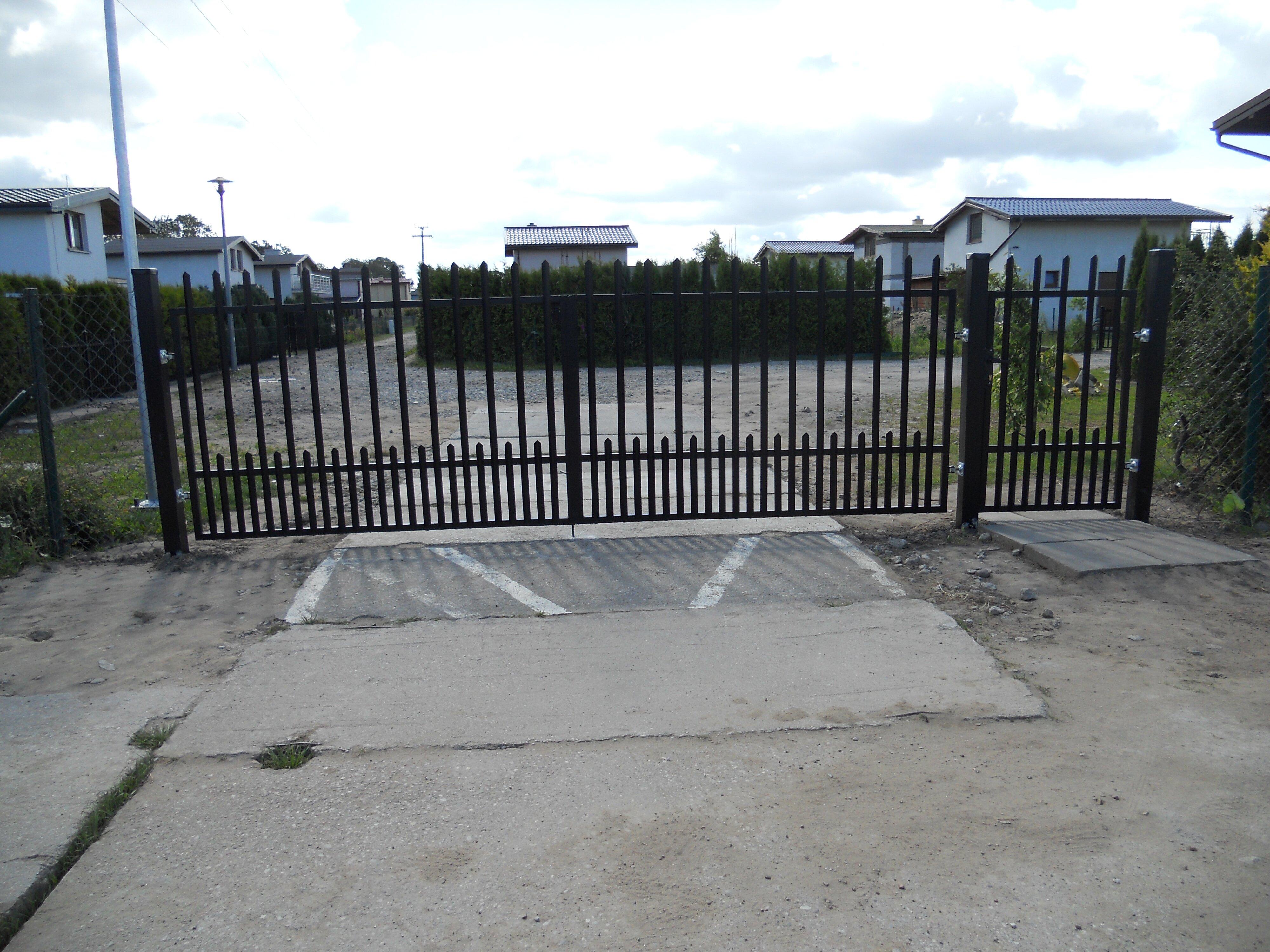 Zdjęcie bramy wjazdowej na teren ogrodów sektor C